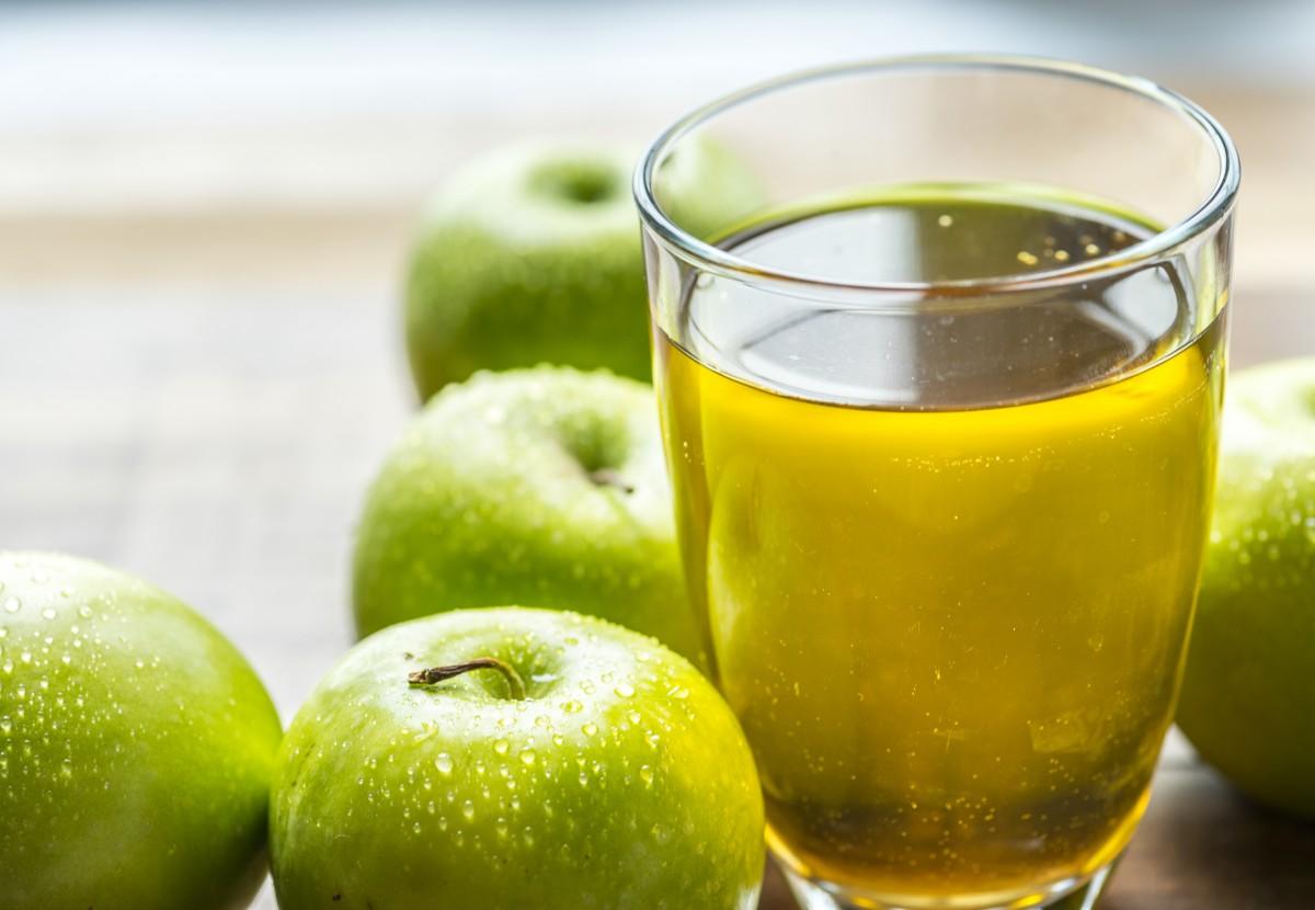 Яблочный сок для первого прикорма: со скольки месяцев можно давать ребенку