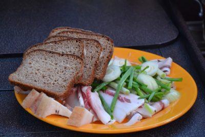 с хлебом