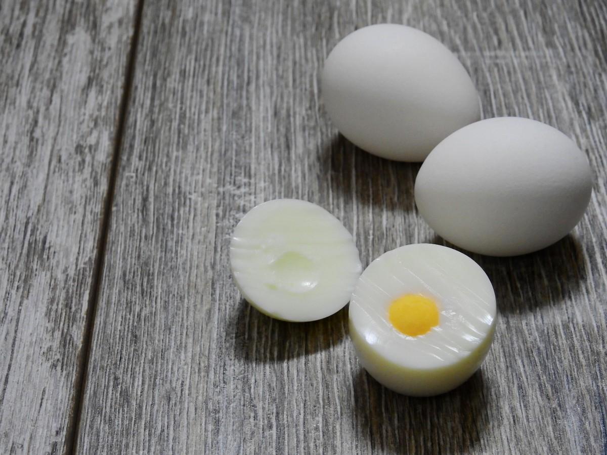 Когда можно давать ребенку белок от яйца: как вводить в прикорм