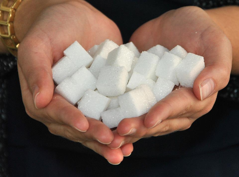C какого возраста можно давать сахар ребенку и можно ли сахарозаменитель детям